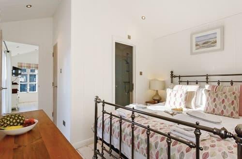 Last Minute Cottages - Larkstone Elegance Premier