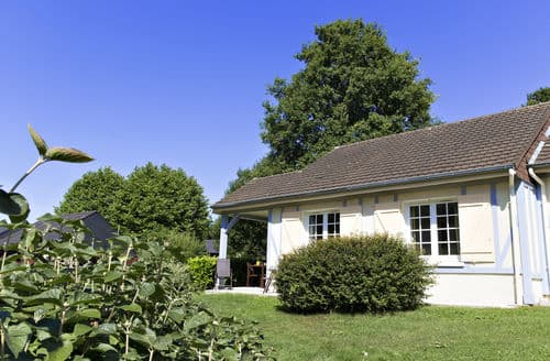 Last Minute Cottages - Normandy Garden 1