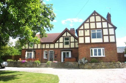 Big Cottages - Arden Hill Farmhouse With Hot Tub S164266