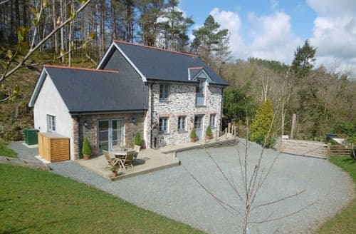 Last Minute Cottages - Wisteria Cottage, Ystrad Meurig