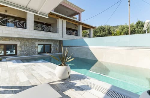 Last Minute Cottages - Villa Mourtos