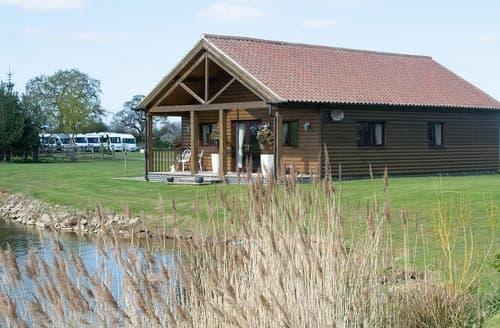Last Minute Cottages - Lakeside Log Cabin