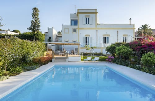Last Minute Cottages - Villa Venere