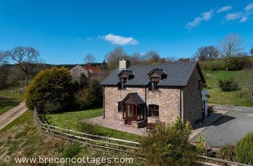 Last Minute Cottages - Cefncoed Mawr Farmhouse