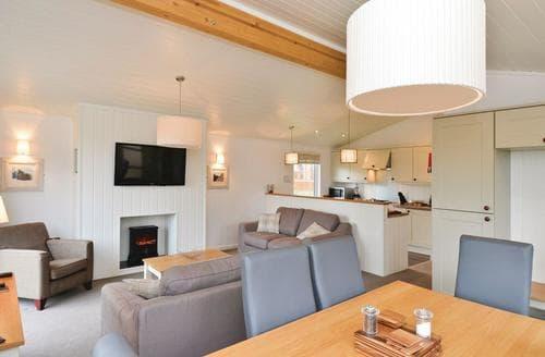 Last Minute Cottages - Axbridge Lodge Premier