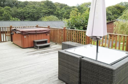 Last Minute Cottages - Deluxe Hot Tub Four
