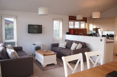 Last Minute Cottages - Beautiful North Walsham Lodge S165137