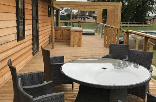 Last Minute Cottages - Platinum Hot Tub Six