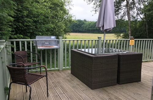 Last Minute Cottages - Deluxe Hot Tub