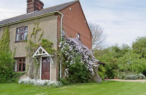 Last Minute Cottages - Quaint Melton Constable Cottage S17512