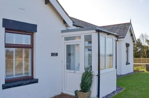 Last Minute Cottages - Coombe Bungalow