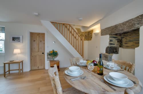Last Minute Cottages - Luxury Porthleven Cottage S165510