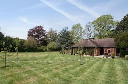 Last Minute Cottages - Redenhall Cottage