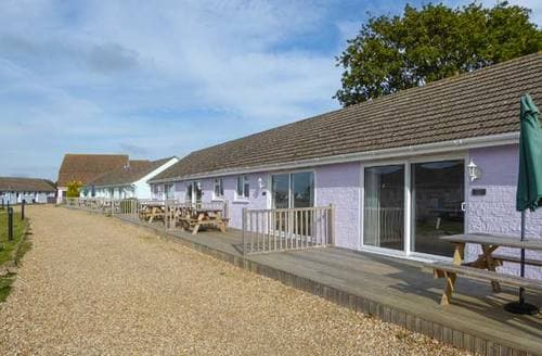 Last Minute Cottages - Salterns 3