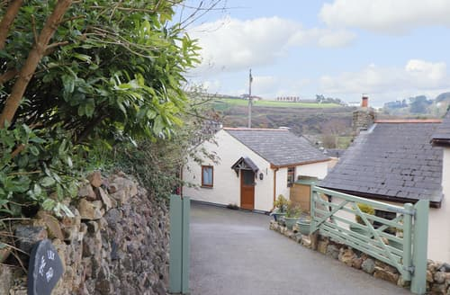 Last Minute Cottages - The Lily Pad