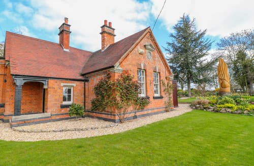 Last Minute Cottages - South Lodge - Longford Hall Farm Holiday Cottages