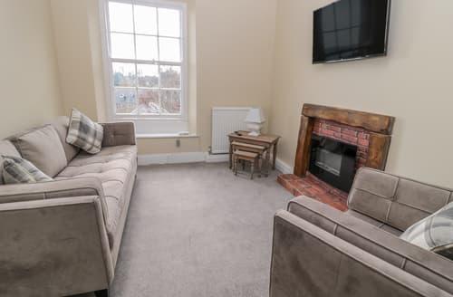Last Minute Cottages - Coquet View Apartment