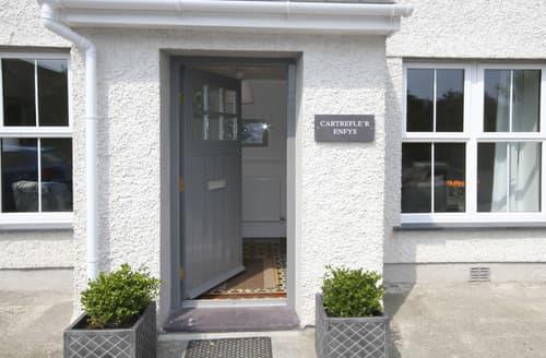 Last Minute Cottages - Tasteful Moelfre Cottage S166036