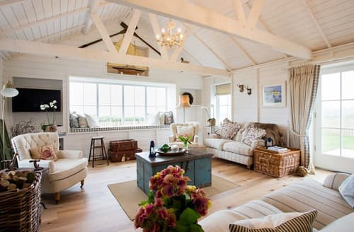 Last Minute Cottages - Lligwy Beach Cottage