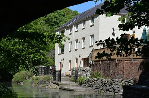 Last Minute Cottages - Melin y Coed