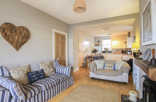 Last Minute Cottages - Min Y Mor Trearddur Bay