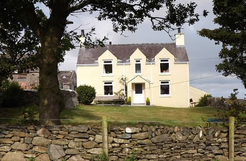 Last Minute Cottages - Pentreheulyn