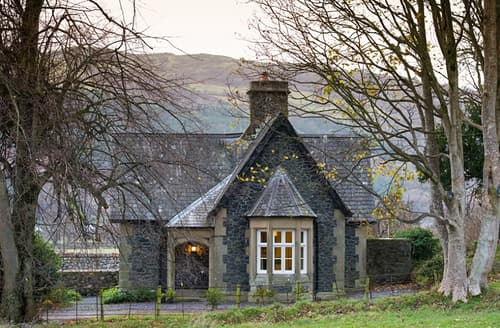 Last Minute Cottages - Plas Madoc Lodge