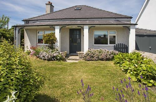Last Minute Cottages - Gorgeous Moelfre Cottage S166219