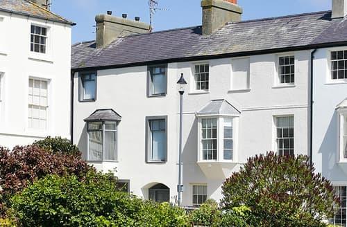 Last Minute Cottages - Tri Raglan Mawr