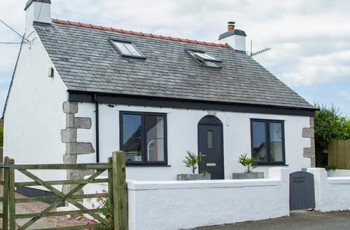 Last Minute Cottages - Charming Moelfre Cottage S166262