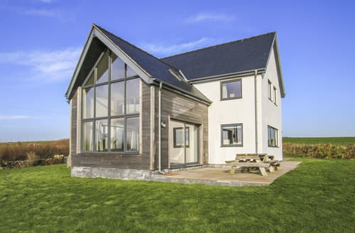 Last Minute Cottages - Ty Glan y Mor