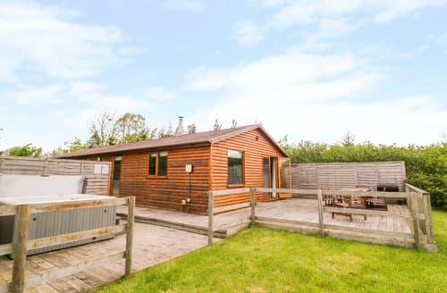 Last Minute Cottages - Log Cabin at Furlongs Farm