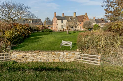 Last Minute Cottages - Manor Farm House