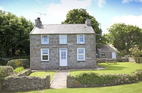 Last Minute Cottages - Wonderful Moelfre Cottage S166358