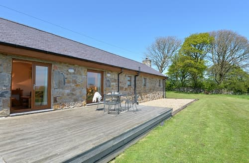 Last Minute Cottages - Cosy Brynteg Cottage S166370