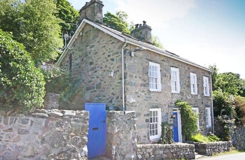 Last Minute Cottages - Bron Castell
