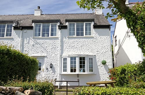 Last Minute Cottages - Captivating Moelfre Cottage S166435