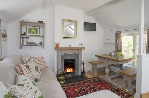 Last Minute Cottages - The Doll's House