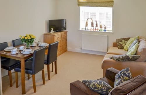 Last Minute Cottages - Inviting Stalham Staithe Apartment S166773