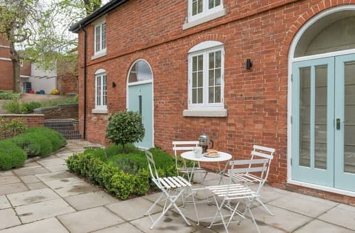 Last Minute Cottages - No.1 Meyhall Mews - UK11320