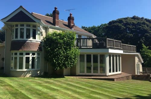 Last Minute Cottages - Woodsage - Luxury House by the Hamble