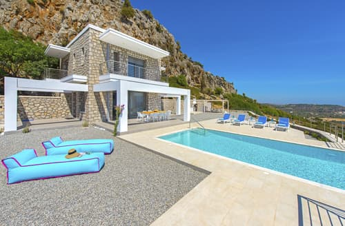 Last Minute Cottages - Villa Mandilaria
