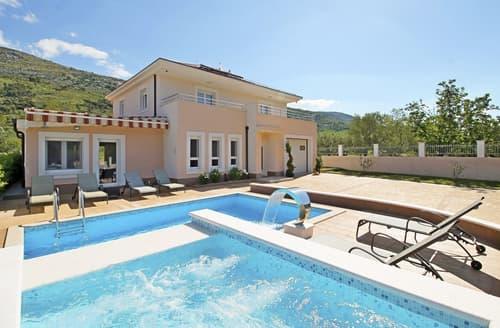 Last Minute Cottages - Villa Aviar