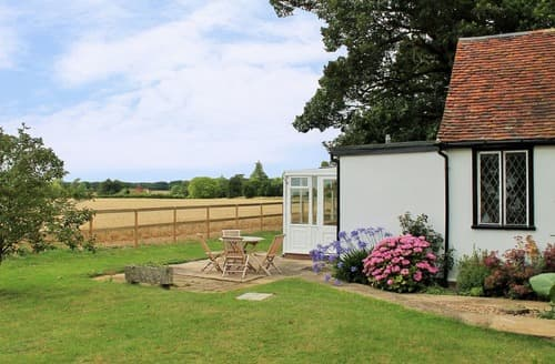 Last Minute Cottages - Stunning Finchingfield Lodge S167234