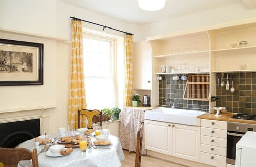 Last Minute Cottages - The Lymington Apartment