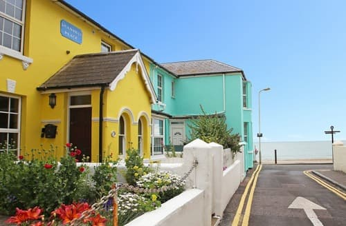 Last Minute Cottages - Sea View Cottage