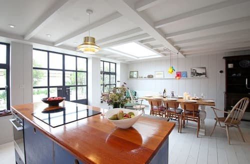 Last Minute Cottages - Kingsdown Beach House