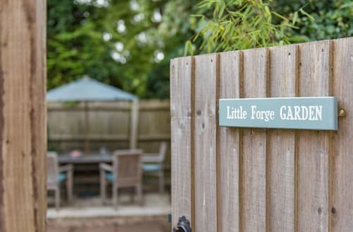 Last Minute Cottages - The Little Forge Apartment