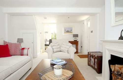 Last Minute Cottages - Sophurst Cottage
