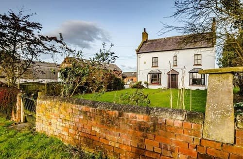 Last Minute Cottages - Meadow Farmhouse